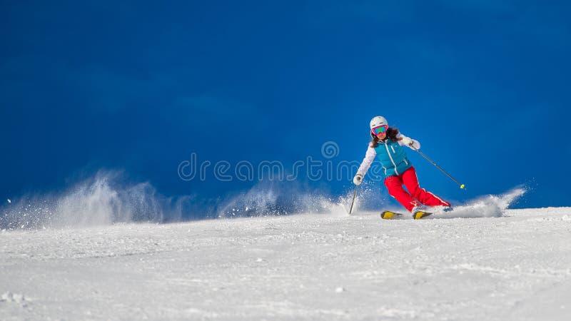 Fêmea da menina da mulher no esqui fotografia de stock royalty free