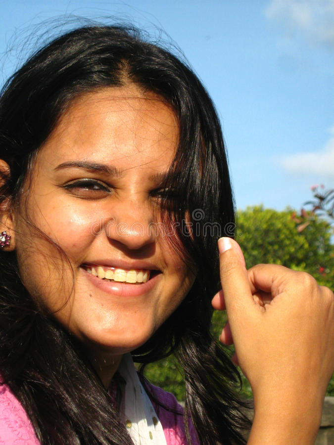 Fêmea de sorriso nova fotos de stock royalty free