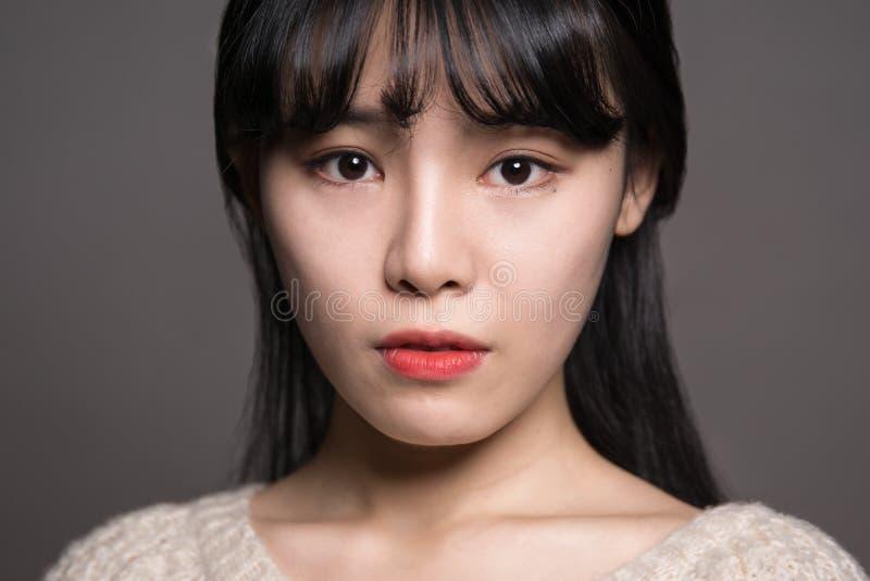 Fêmea do estúdio de 20 mulheres asiáticas tristes fotografia de stock