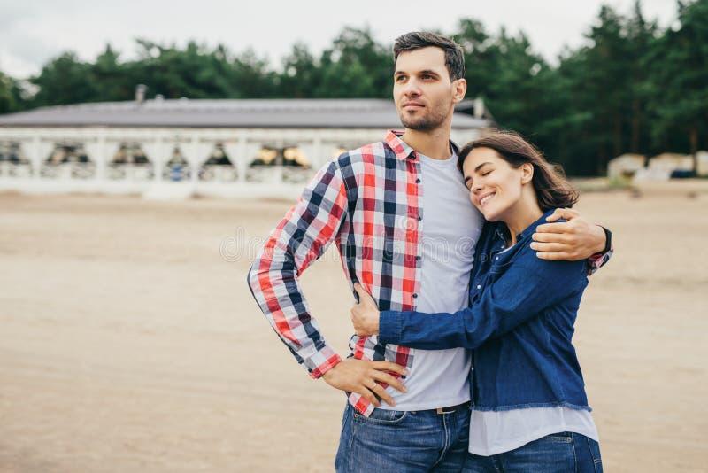 A fêmea e o homem têm o bom relacionamento imagem de stock