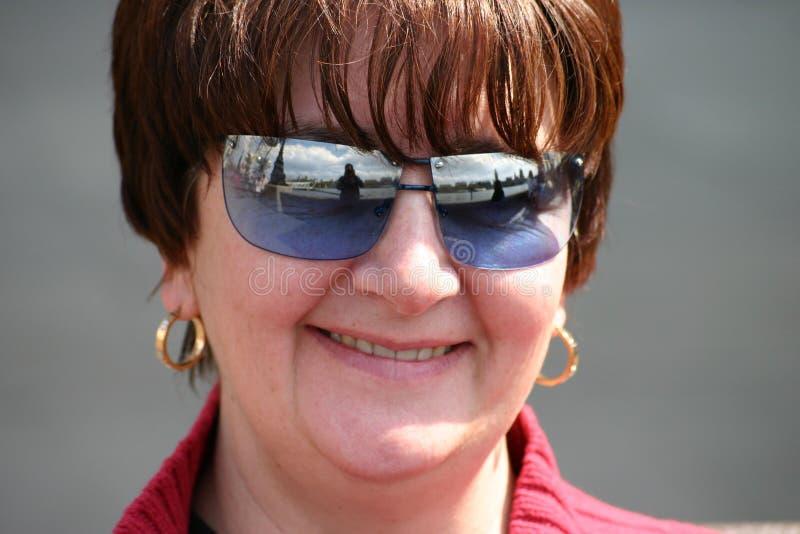 Download Fêmea feliz foto de stock. Imagem de sunglasses, curso, mulher - 52626