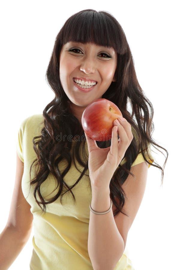 Fêmea feliz que come a maçã saudável foto de stock royalty free