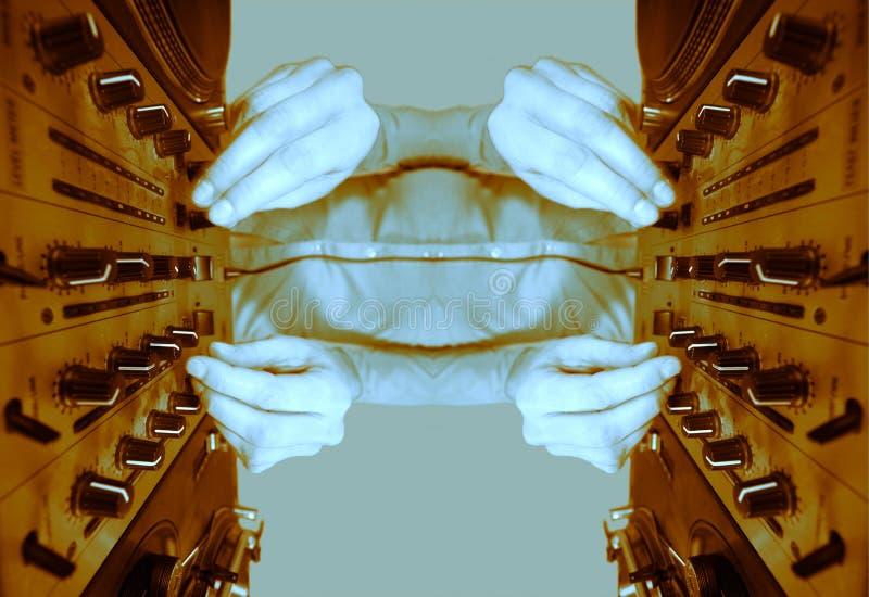 A fêmea Funky DJ espelhada modela ilustração do vetor