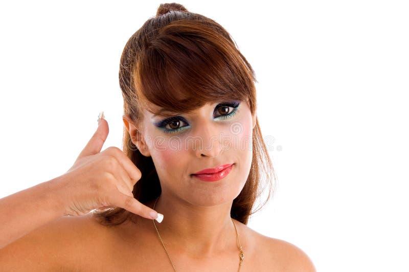 Fêmea glamoroso que mostra chamando o gesto fotos de stock