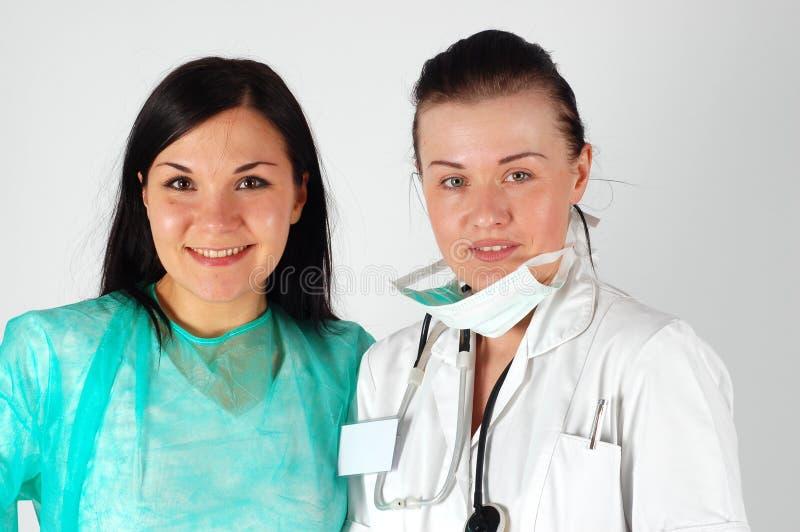 Equipe fêmea dos doutores