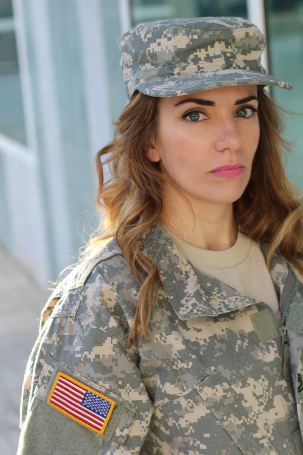 Fêmea militar com expressão neutra fotografia de stock royalty free