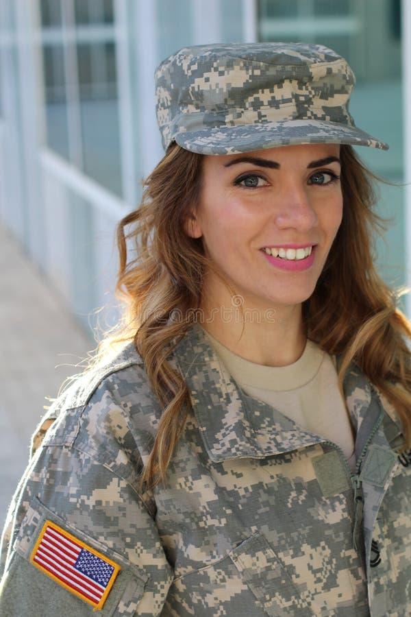 Fêmea militar que sorri - imagem conservada em estoque fotos de stock royalty free
