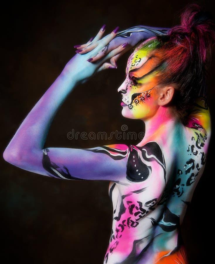 Fêmea nova bonita com pintura de corpo cheia imagens de stock royalty free