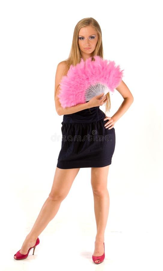 Fêmea nova com o ventilador cor-de-rosa da mão imagem de stock royalty free
