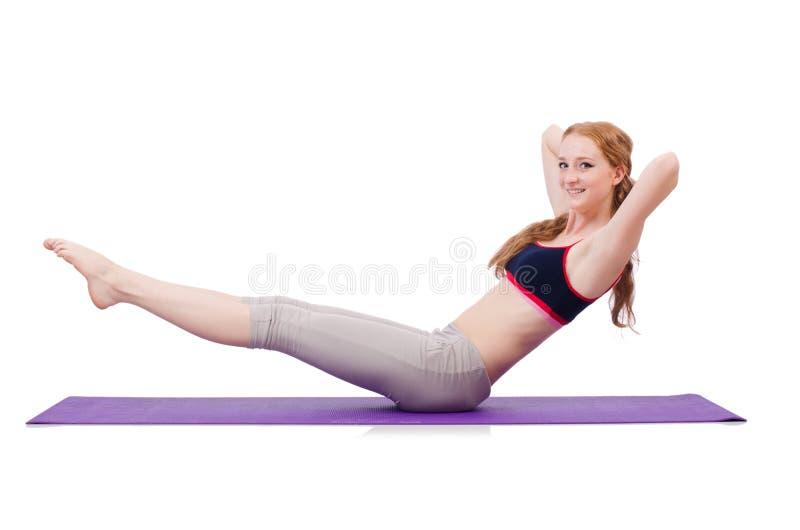 Fêmea nova que faz exercícios foto de stock