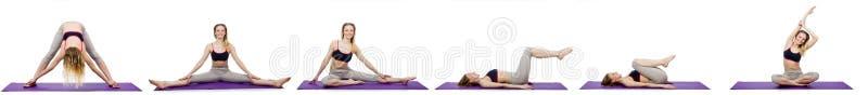 A fêmea nova que faz exercícios no branco imagens de stock
