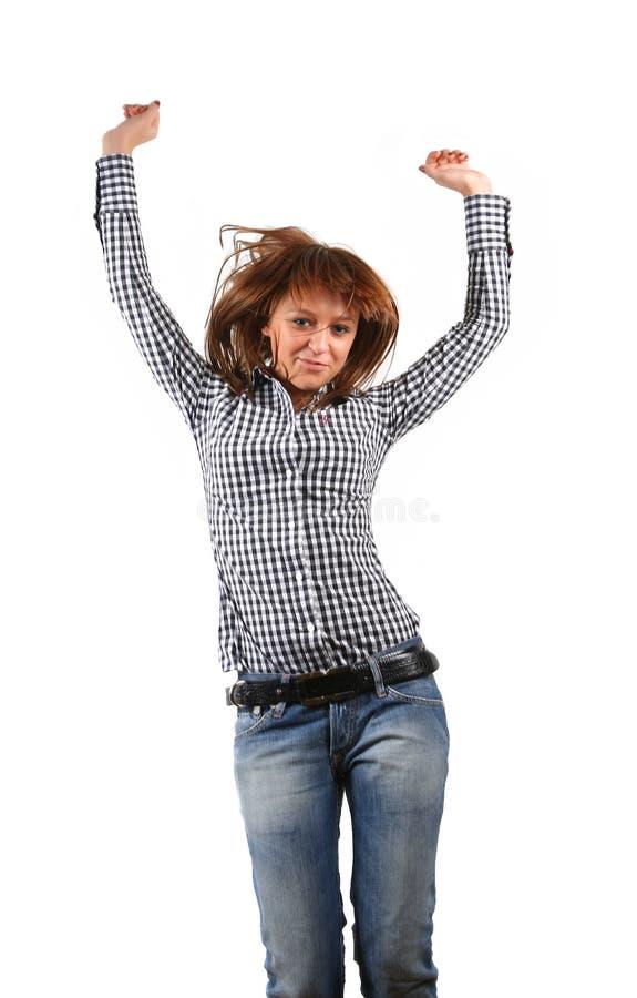 Fêmea nova que salta ao escutar a música foto de stock