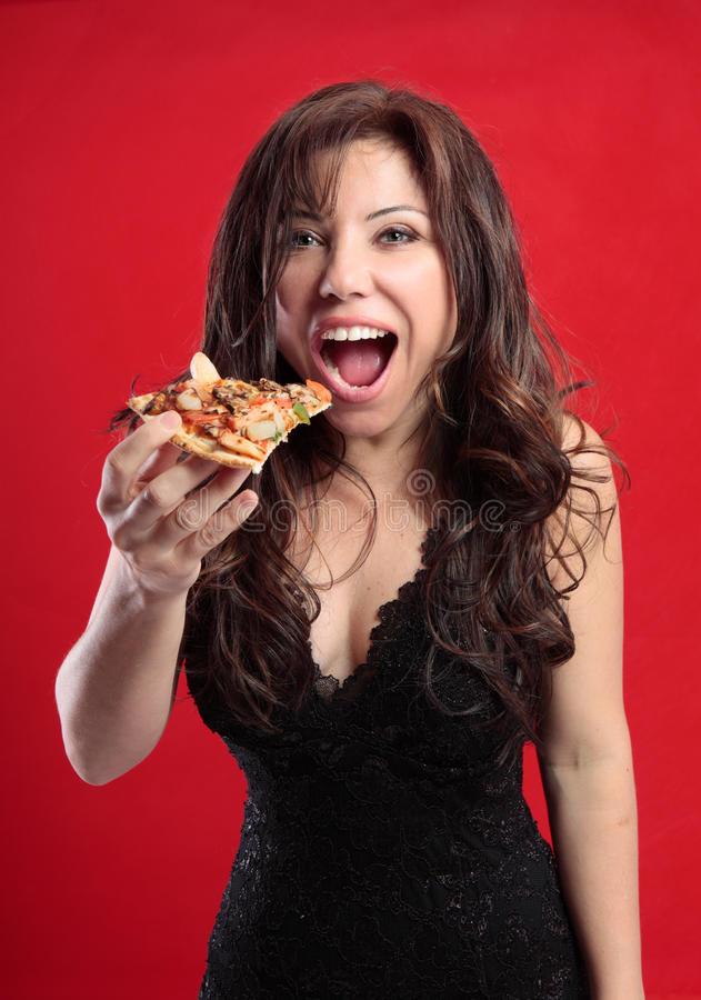 Fêmea que come a pizza fotografia de stock