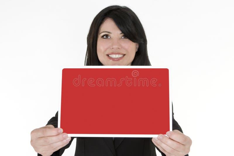 Fêmea que prende um sinal em branco pequeno foto de stock