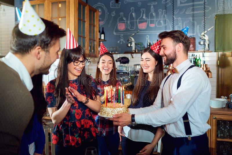 Fête d'anniversaire d'amis photos stock