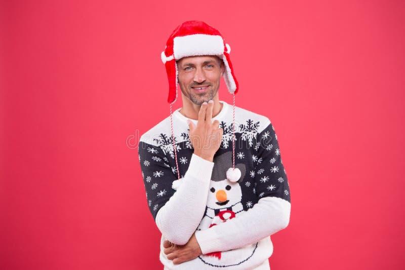 Fête du Père Noël Un homme charmant en tenue d'hiver festive Nouvel An Célébrer la saison des fêtes Fête photographie stock