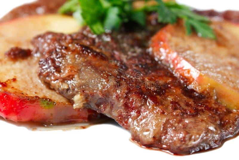 Fígado da vitela com maçãs e verdes foto de stock royalty free