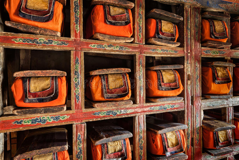 Fólios velhos dos manuscritos na biblioteca do monastério de Thiksey Ladak imagem de stock royalty free