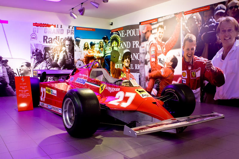 Fórmula 1 do carro desportivo de Ferrari no museu Ferrari foto de stock royalty free
