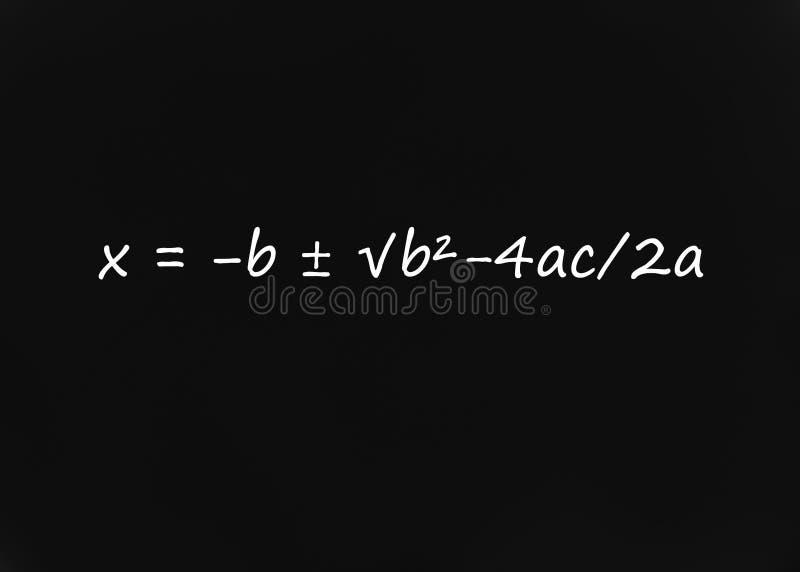 Fórmula cuadrático en la pizarra foto de archivo