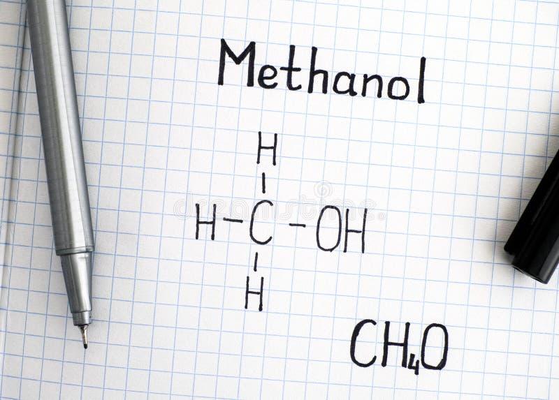 Fórmula química del metanol con la pluma negra imagen de archivo libre de regalías