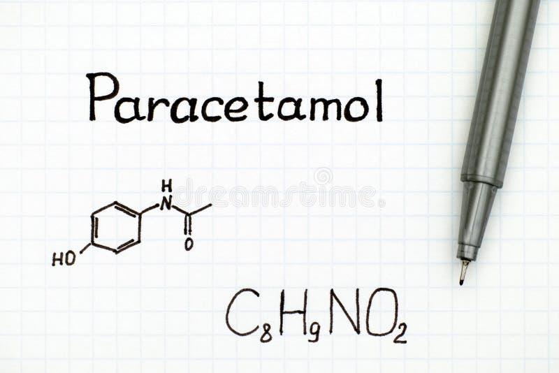 Fórmula química do paracetamol e da pena preta fotografia de stock royalty free