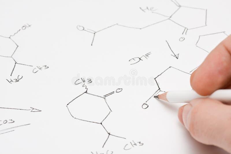 Fórmula química en el papel imagenes de archivo