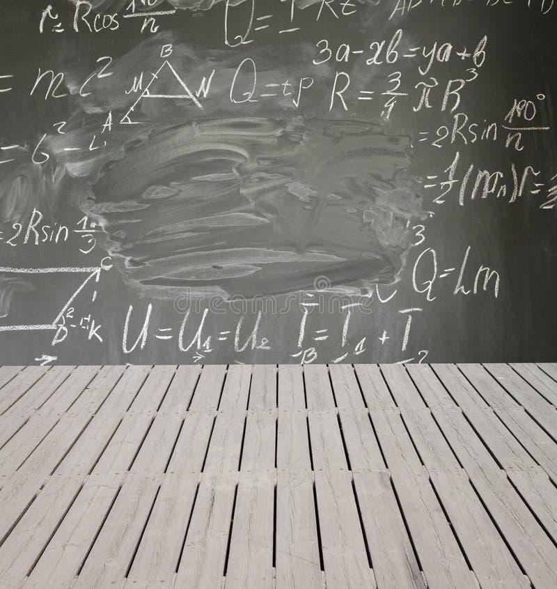 Fórmulas da matemática na placa preta imagem de stock
