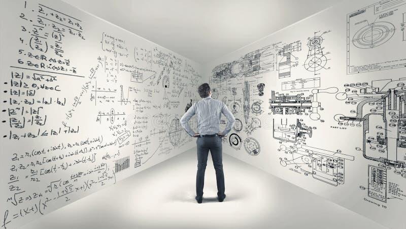 Fórmulas de la matemáticas en las paredes fotos de archivo