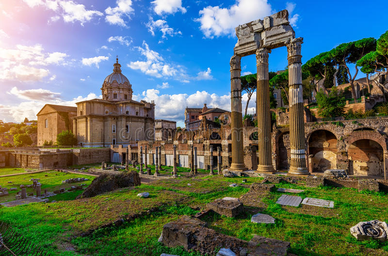 Fórum de Caesar em Roma imagem de stock