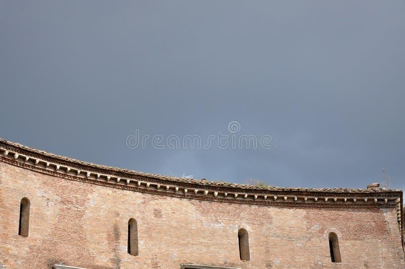 Fórum imperial do imperador Augustus Indicadores velhos bonitos em Roma (Italy) fotos de stock royalty free