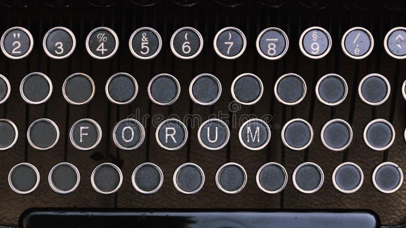 Fórum, palavra no tipo chaves do vintage da letra do escritor fotos de stock royalty free