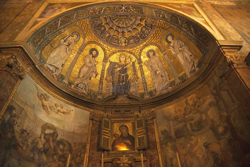 Fórum Roma Italy da basílica de Santa Francesca Romana imagens de stock