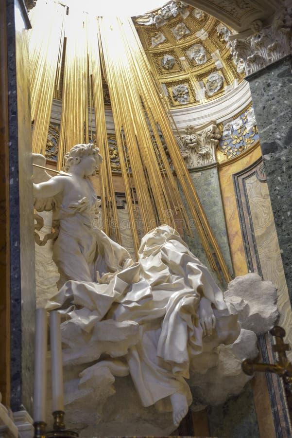 Fórum romano do Th Escultura famosa por Bernini, êxtase de St Teresa dentro imagem de stock