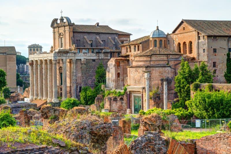 Fórum romano em Roma imagens de stock