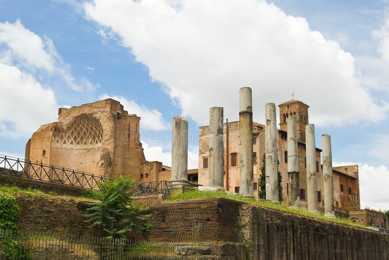 Fórum romano em Roma, Italy fotografia de stock royalty free