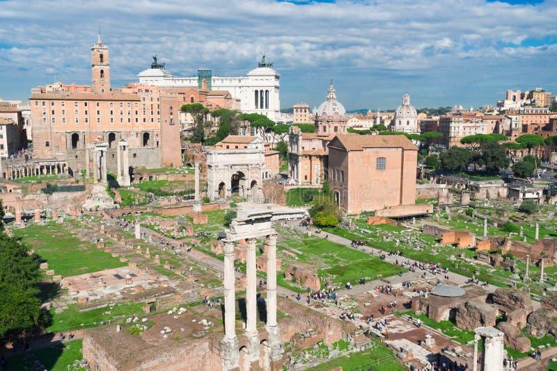 Fórum - ruínas romanas em Roma, Itália fotos de stock royalty free