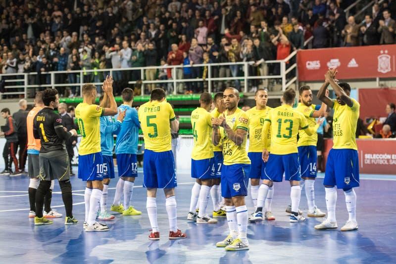 Fósforo footsal interno das equipes nacionais de Espanha e de Brasil no pavilhão de Multiusos de Caceres foto de stock royalty free