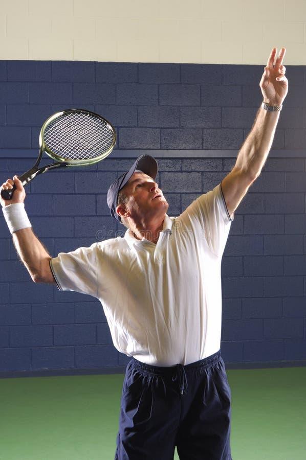 Fósforo sênior do tênis da aptidão imagem de stock royalty free