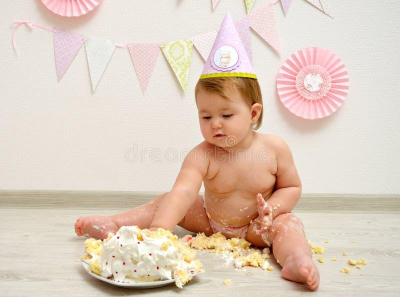 Födelsedagen behandla som ett barn flickan royaltyfri fotografi