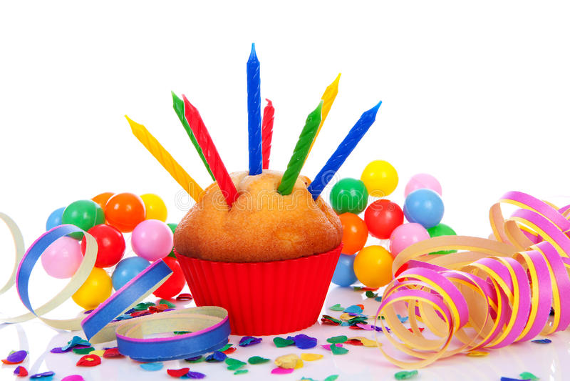 Födelsedagmuffin med raddastearinljus arkivfoton