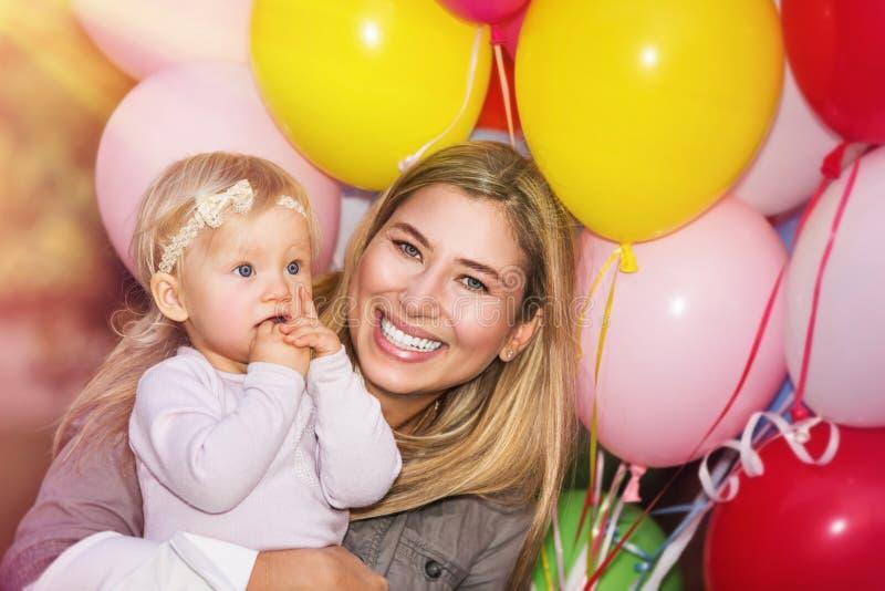 Födelsedagpartiet av behandla som ett barn flickan royaltyfria foton