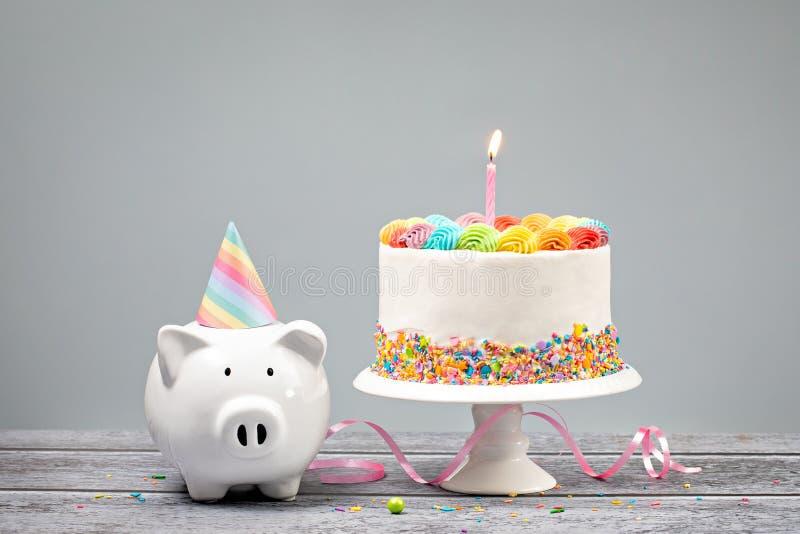 Födelsedagpengarbegrepp med den med is kakan för regnbåge fotografering för bildbyråer