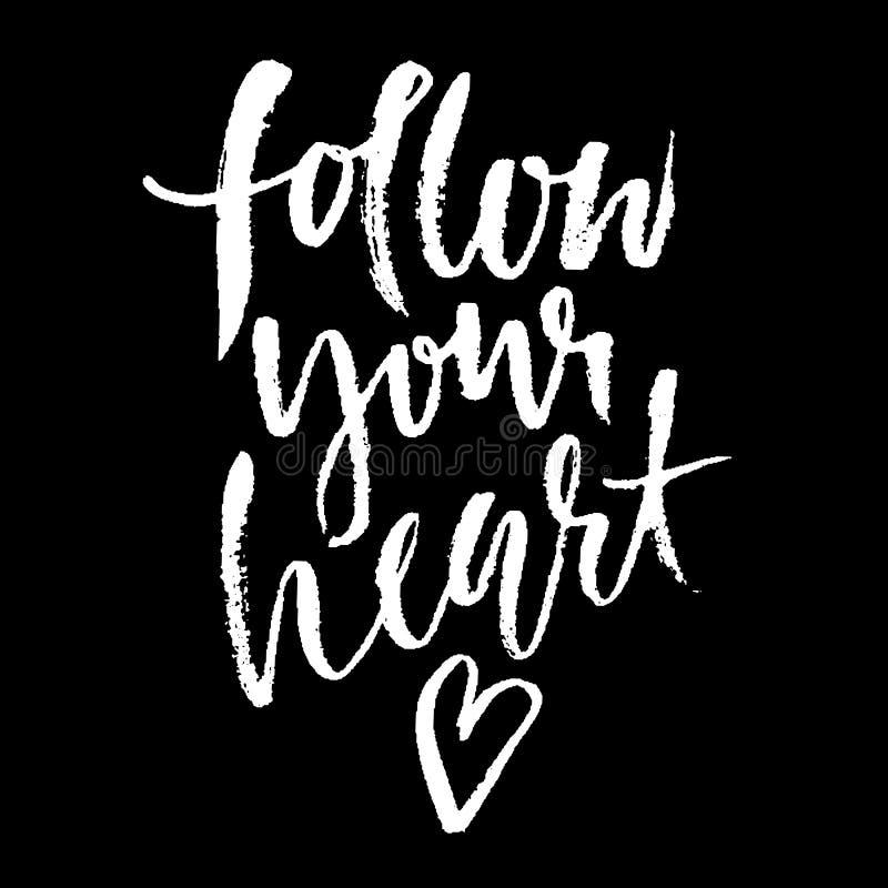 följ din hjärta Hand dragen torr borstebokstäver Färgpulverillustration Modernt kalligrafiuttryck också vektor för coreldrawillus stock illustrationer