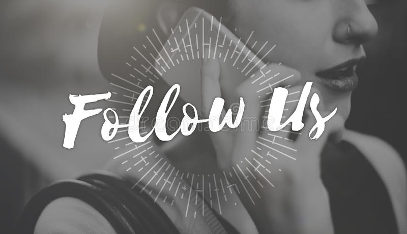 Följ oss som delar socialt massmedia som knyter kontakt internet online-Concep royaltyfria foton