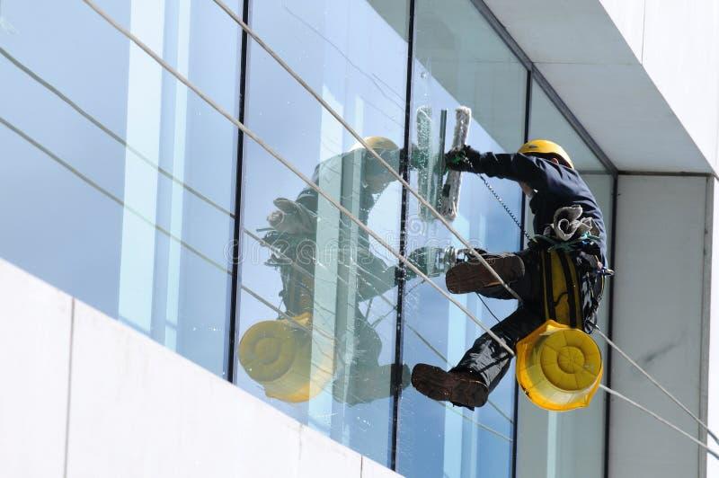 fönster för 2 rengöringsmedel arkivbilder