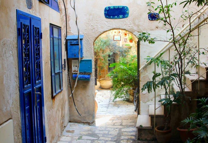 Fönster för dörrar för borggårdhus blåa, gamla Jaffa, Tel Aviv arkivfoto