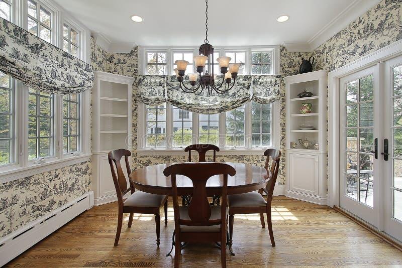 fönster för frukostlokalvägg royaltyfria foton