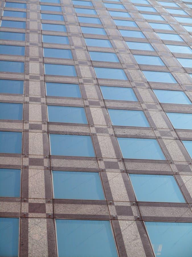 fönster för kontor för byggnadsdetalj moderna fotografering för bildbyråer