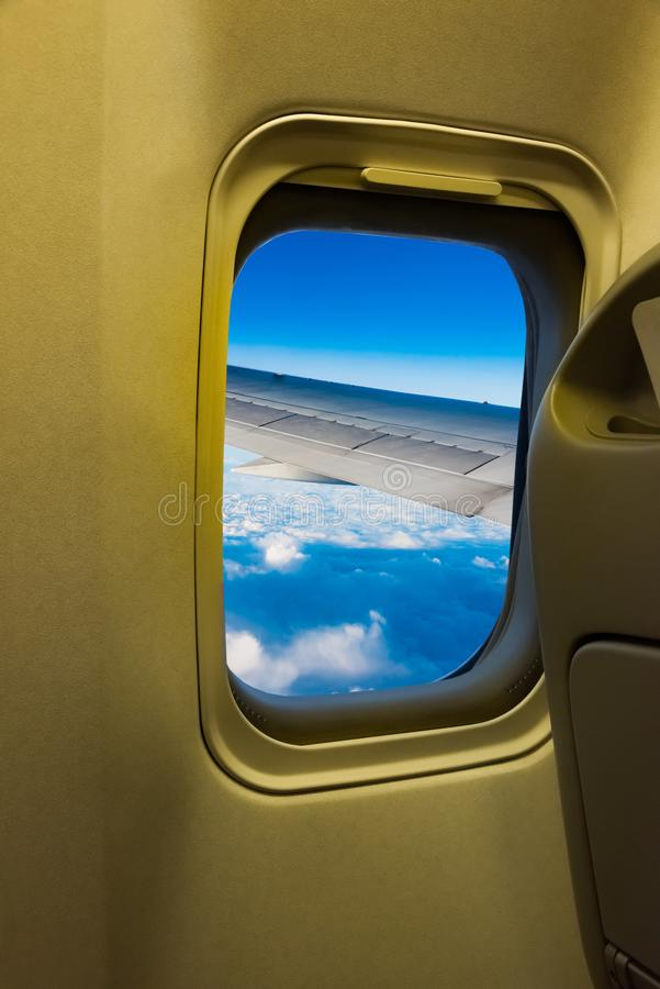 Fönster för passagerareflygplansalong arkivbilder